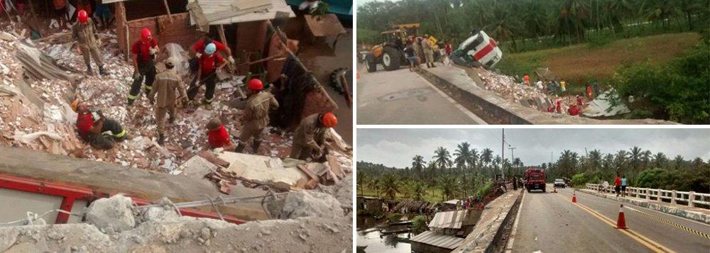 Uma carreta carregada de cerâmica tombou e atingiu casas que ficam ás margens de um rio no município de Jequiá da Praia; três crianças morreram soterradas e duas pessoas ficaram feridas; o condutor do veículo, que foi identificado,fugiu após o acidente