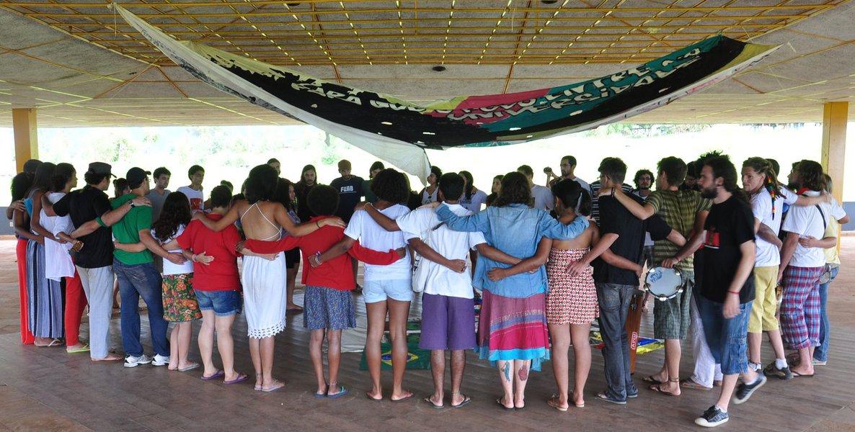 Segundo Acampamento Nacionaldo Levante Popular da Juventude reúne 3 mil jovens, de 25 estados, em Cotia; plenárias e oficinas serão feitas durante o feriado prolongado; reivindicação comum é realização de abaixo-assinado a favor da reforma política