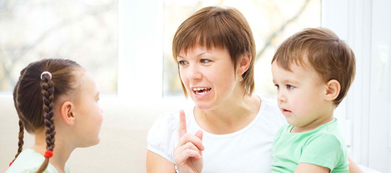 Primeiro os filhos, depois o trabalho. A grande onda da ocupação profissional feminina começa a diminuir seu ímpeto exatamente lá, onde começou: a Grã-Bretanha