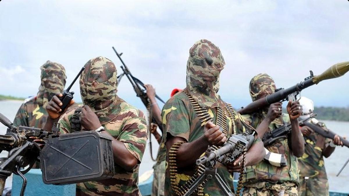 As mais de 200 meninas, que foram sequestradas em 14 de abril em uma escola de Chibok, continuam retidas pelo grupo armado. O Boko Haram ameaçou vendê-las se as autoridades não libertarem membros do grupo