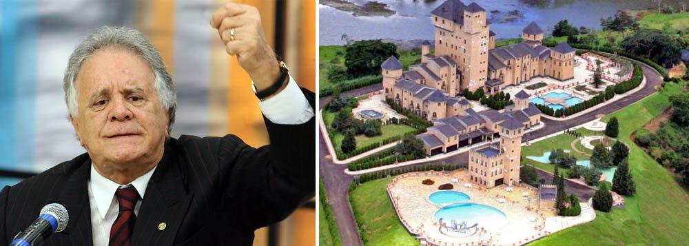 """Edmar Moreira (PTB) assumiu nesta terça (25) a vaga de deputado federal, na vaga deixada com a renúncia de Eduardo Azeredo (PSDB); Moreira concorreu ao pleito de 2010, na coligação formada pelo PP-PR-PPS-DEM-PSDB, mas obteve pouco mais de 45 mil votos;Moreira sonegou à Justiça Eleitoral a posse de um castelo, avaliado em R$ 25 milhões, no interior de Minas Gerais, o que lhe rendeu a alcunha de """"deputado do castelo"""""""