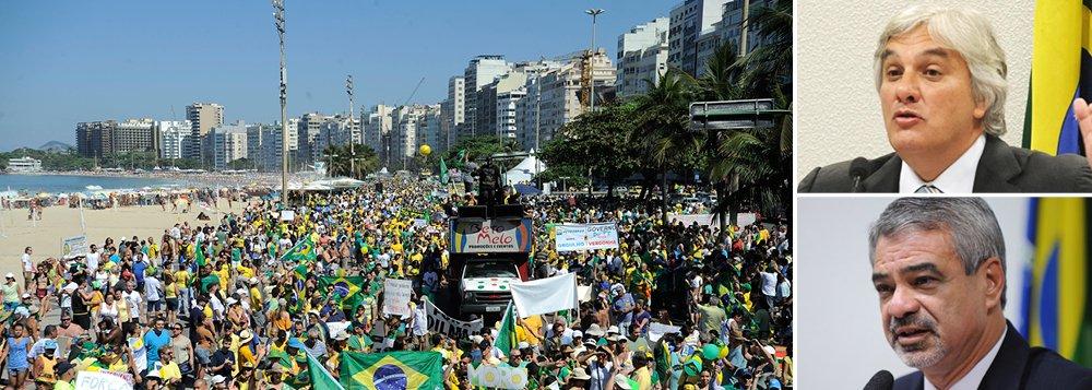 """Lideranças do PT no Congresso Nacional observaram que as manifestações contra o governo da presidente Dilma Rousseff realizadas neste domingo (16) registraram uma menor participação popular do que nos protestos de março e abril, além de uma mudança no foco das reivindicações; para o líder do governo no Senado, Delcídio do Amaral (PT-MS), """"as pessoas sabem que Dilma foi eleita democraticamente e tem o respaldo do voto popular""""; """"O fato de serem menores não significa que a insatisfação com o governo diminuiu. Muitas coisas estão começando a ser revertidas, mas ainda é preciso que governo apresente soluções melhores para a economia"""", disse o líder do PT no Senado, Humberto Costa (PE)"""