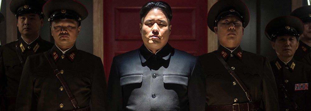 """Cineastas e atores de Hollywood expressaram indignação na quarta-feira após a Sony Pictures ter cancelado o lançamento da comédia """"A Entrevista"""", que faz paródia com a Coreia do Norte, por causa de ameaças feitas por hackers que recentemente lançaram um grande ciberataque contra a companhia"""