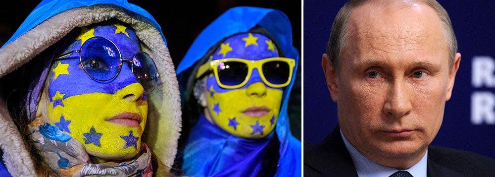 """""""Cidadãos preocupados"""" de Sloviansky e outras cidades estão equipados com coletes antibala e uniformes de camuflagem """"exatamente como as tropas de elite que ocuparam a Crimeia"""", disse a embaixadora norte-americana, Samantha Power, na reunião extraordinária do Conselho de Segurança para tratar da situação na Ucrânia; """"Sabemos quem está por trás disso, a única entidade na área capaz desse tipo de ação, coordenada de forma profissional, é a Rússia"""", disse, em alusão ao presidente russo Vladimir Putin"""