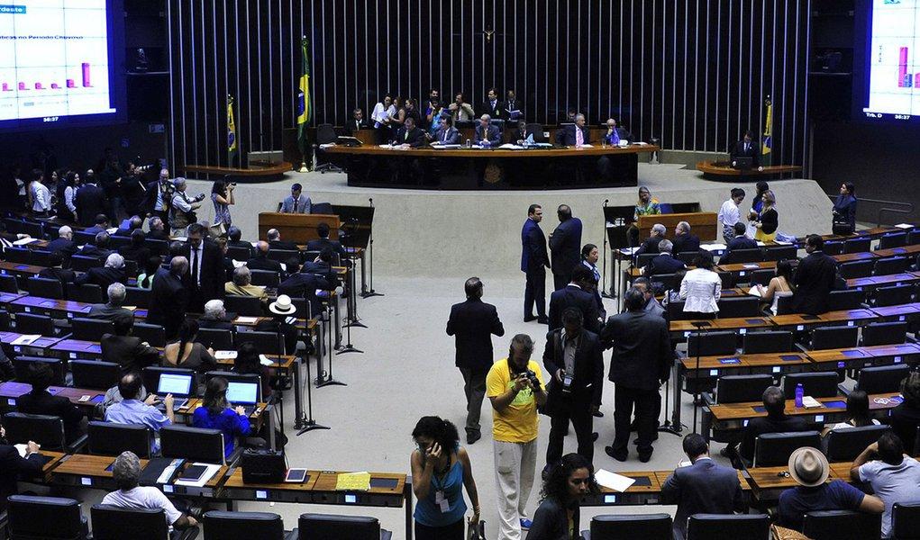 O presidente da Câmara Federal, Eduardo Cunha (PMDB-RJ), aprovou, nesta quarta-feira (4), a criação de três Comissões Parlamentares de Inquérito (CPIs) para investigar a violência contra jovens negros, o sistema carcerário e a ocorrência de irregularidades no mercado de órteses e próteses