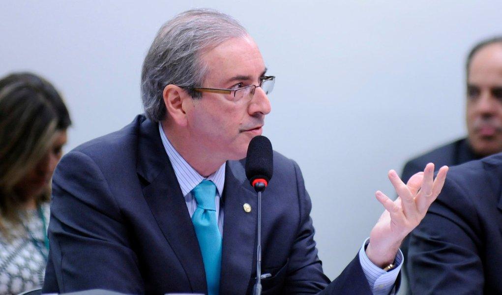 """""""Se a comissão entender que deva proceder à abertura dos meus sigilos telefônico, bancário ou financeiro, deve fazê-lo. Se a comissão entender faça, mas faça dentro de um processo investigativo"""", afirmou Eduardo Cunha (PMDB-RJ), presidente da Câmara dos Deputados"""
