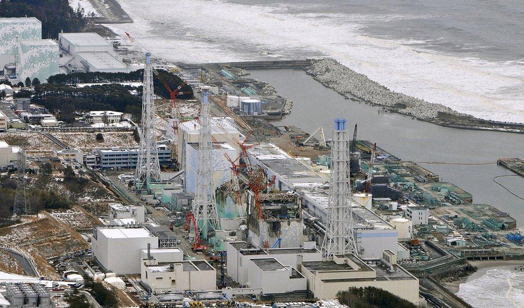 """Primeiro reator nuclear foi reativado no Japão, mais de quatro anos depois do acidente na central de Fukushima, que suspendeu a atividade em todas as centrais do país desde setembro de 2013; """"O reator número 1 da central de Sendai – a 1 mil quilômetros a sudoeste de Tóquio – foi religado às 10h30 locais (22h30 de ontem em Brasília), disse um porta-voz da empresa Kyushu Electric Powe; tremor de magnitude 9 na escala Richter e consequente tsunami, em 11 de março de 2011, deixaram mais de 18 mil mortos e desaparecidos e causaram na central de Fukushima Daiichi o pior acidente nuclear desde Chernobil, na Ucrânia, em 1986"""