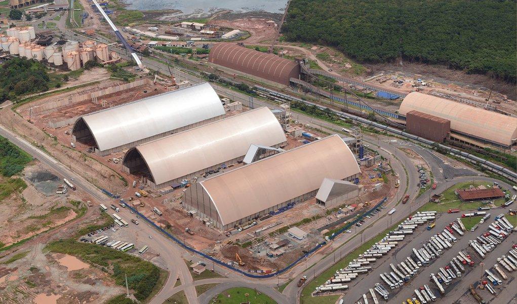 O primeiro navio do novo terminal de grãos Tegram, em São Luís, vai atracar no dia 10 de março para carregar 66 mil toneladas de soja para a China, marcando o início das operações de mais um importante ponto de escoamento da safra brasileira;estimativa do consórcio que opera o Tegram é que o terminal consiga exportar cerca de 2 milhões de toneladas de soja e milho ainda em 2015; primeira fase do complexo deverá operar com capacidade total, de 5 milhões de toneladas anuais, dentro de dois ou três anos
