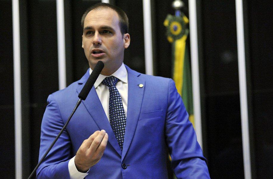 Flávio Bolsonaro diz ser contra eleição de Renan para presidir o Senado