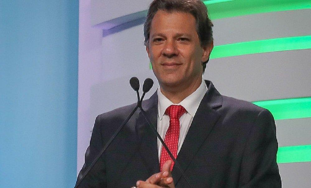 """Haddad estreia em debate e diz: """"nós podemos ser felizes de novo"""""""