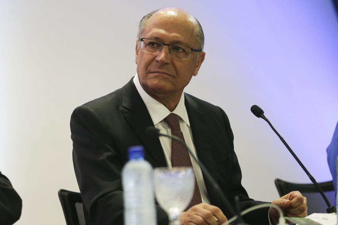 Equipe de Alckmin está dividida sobre atacar Haddad ou Bolsonaro