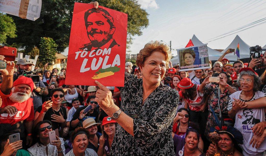 Dilma sobre Bolsonaro: 'o coiso é a barbárie'