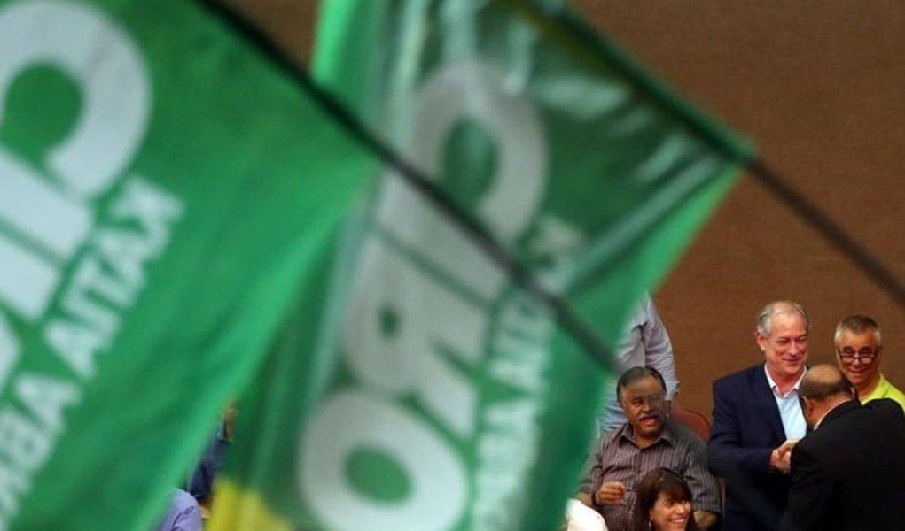 Ciro chama de fascista proposta de economista de Bolsonaro sobre IR