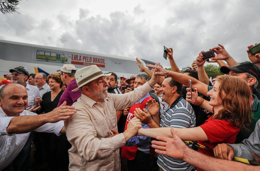 Mais de 400 juristas lançam manifesto ao STJ em defesa da liberdade de Lula