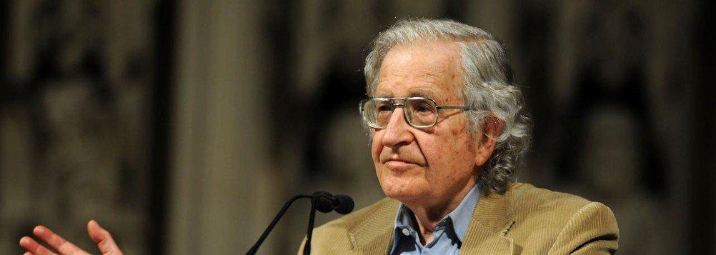Chomsky: governos progressistas erraram ao serem tolerantes com mídia golpista