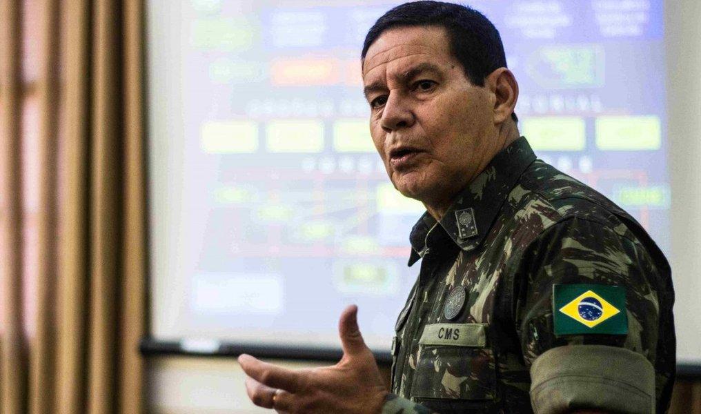 Artistas e intelectuais contrários a Bolsonaro sofrem 'lavagem cerebral', diz Mourão