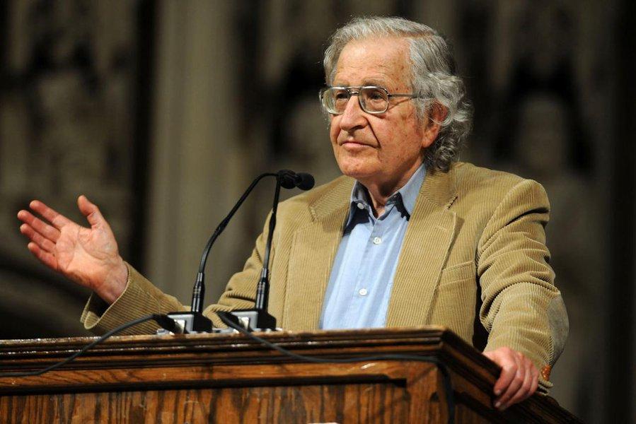 Noam Chomsky: 'a sobrevivência da vida humana está em risco'