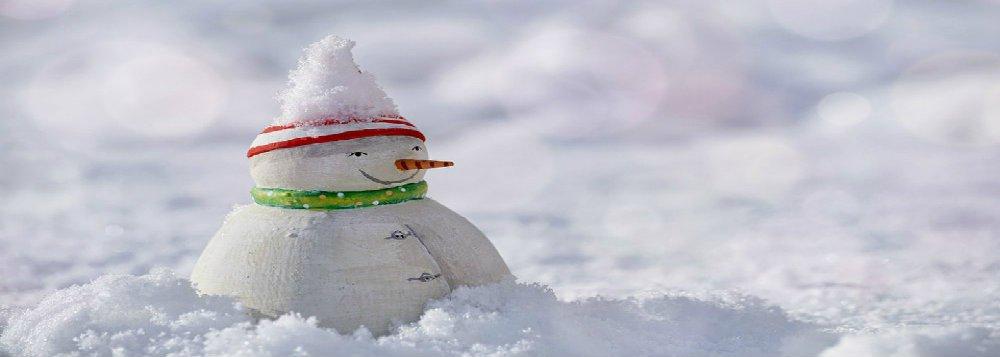 Férias esquiando e fazendo bonecos de neve