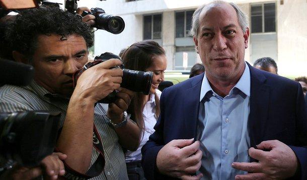 Omissão e submissão que alimentam  a estupidez do capitão Bolsonaro