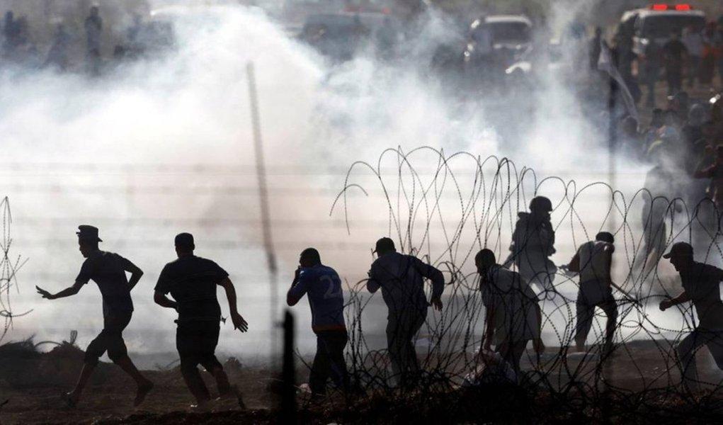 Morre adolescente palestino baleado por israelenses em protestos em Gaza