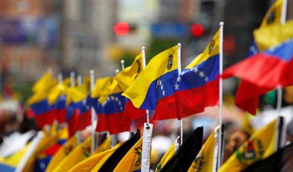 Diplomatas dos EUA se negam a deixar Venezuela e podem ficar sem luz e gás