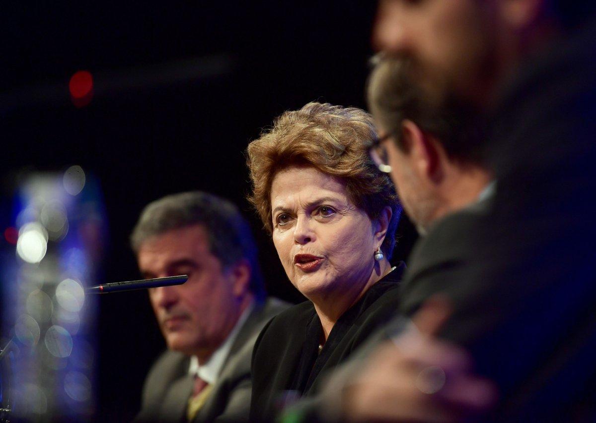 Dilma lança documentário sobre golpe que a derrubou da presidência