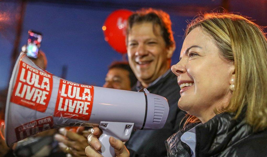 Defesa de Lula e frente democrática são os objetivos do PT, diz Gleisi