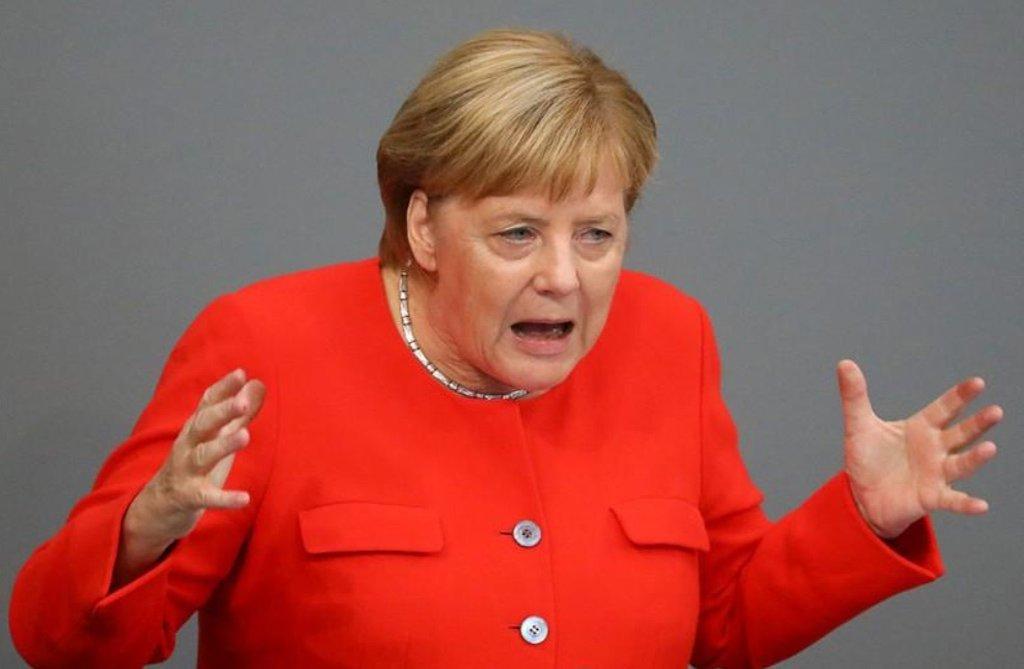 Merkel condena xenofobia da extrema-direita alemã e slogans nazistas