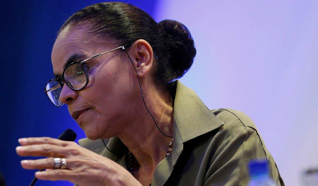 Em defesa dos índios, negros e meio ambiente, Marina vota em Haddad