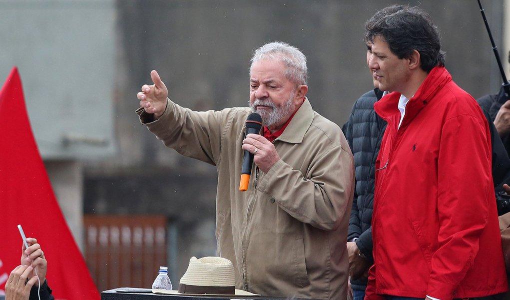 Na pesquisa do mercado, Lula não para de subir e Haddad encosta em Bolsonaro
