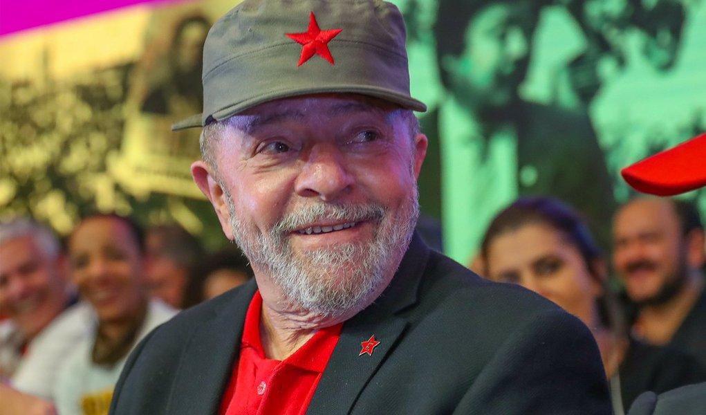 Lula manda recado: o Brasil ainda vai voltar a ser feliz