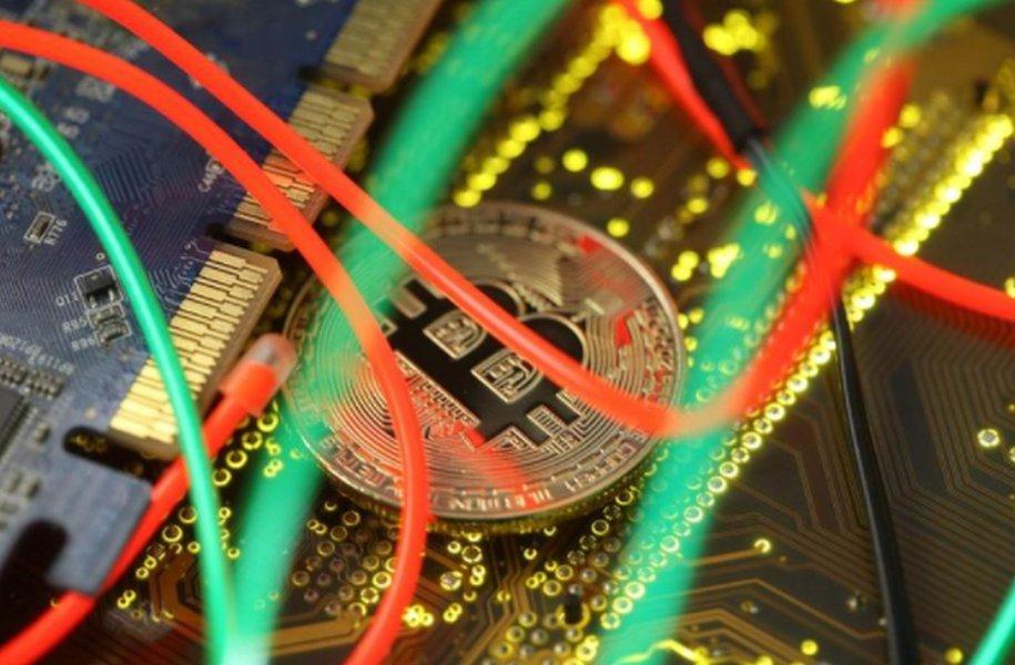 """Reguladores da UE alertam sobre """"bolha de preços"""" em criptomoedas"""