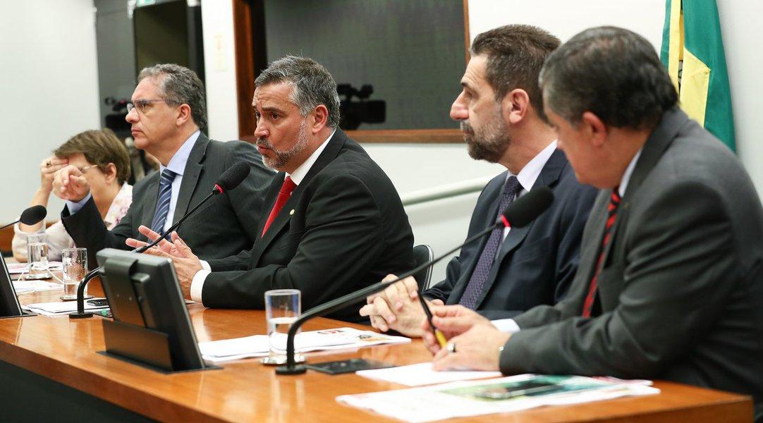 Paulo Pimenta é reeleito líder do PT na Câmara