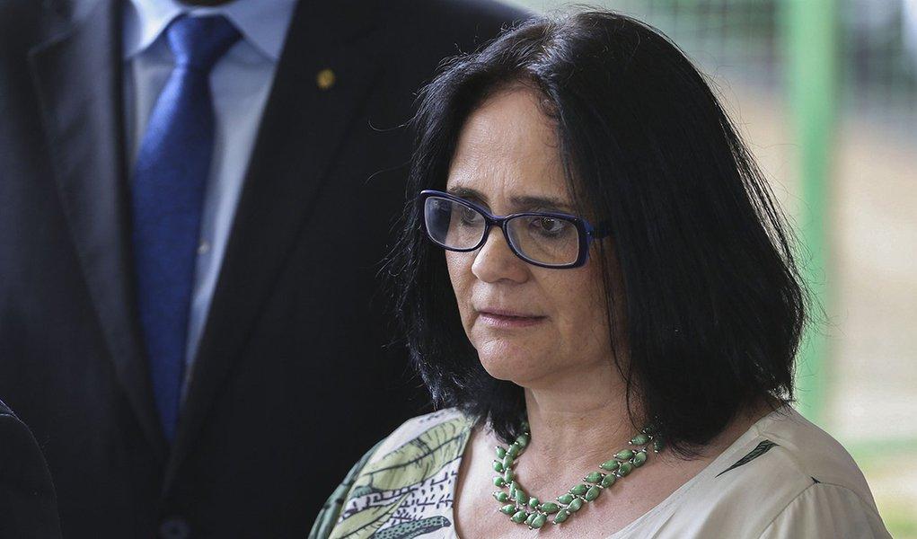 À frente do ministério, Damares quer transformar aborto em crime hediondo