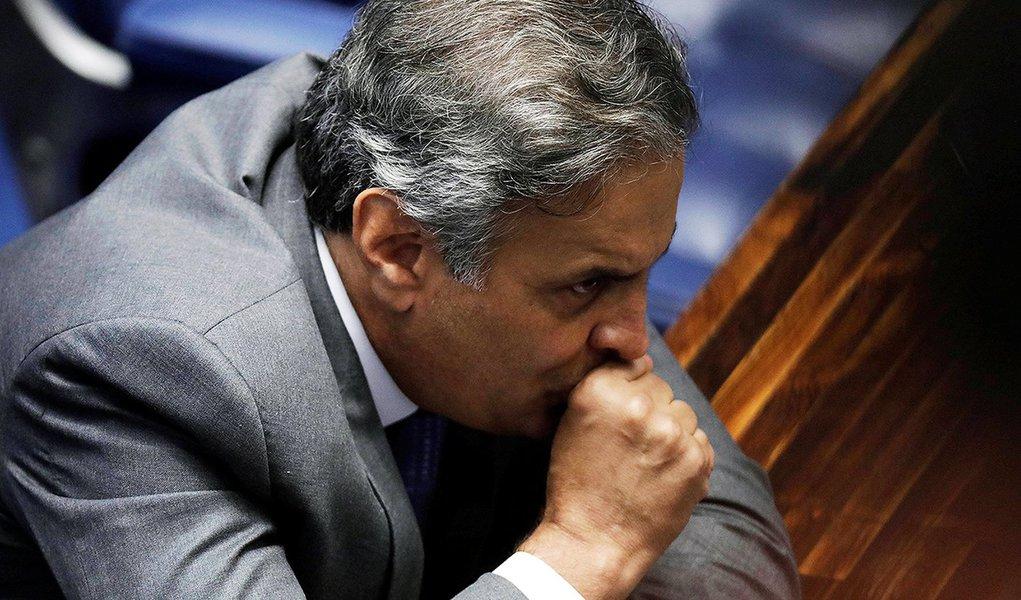 Aécio Neves segue rotina de submersão eleitoral estratégica em seu estado