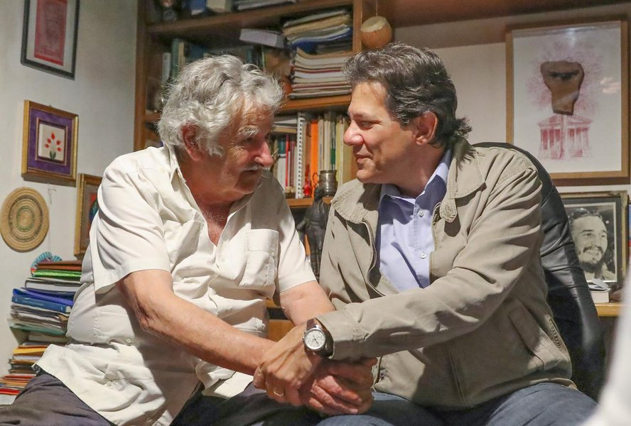 Haddad visita Mujica em Montevidéu por Lula Livre