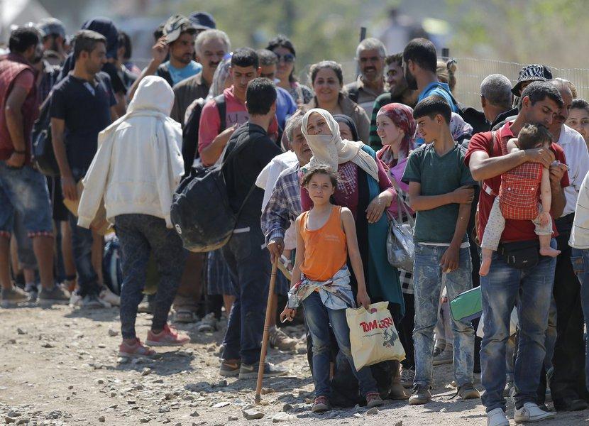 Bolsonaro deixará pacto de migração e deve dificultar entrada de refugiados