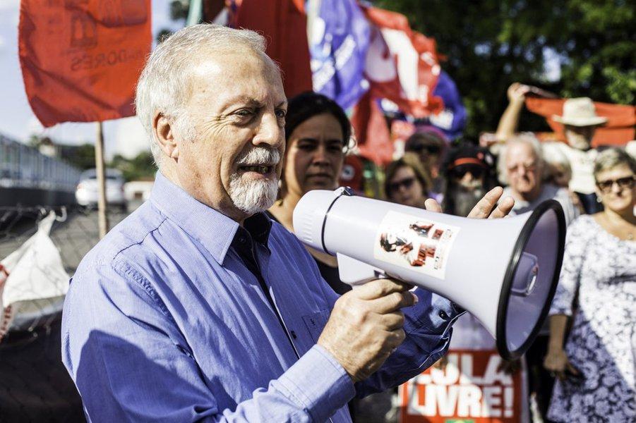 Padre visita Lula e diz que prisão sem provas viola direitos humanos