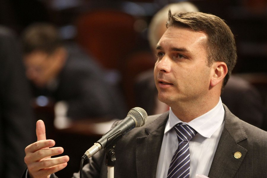 Flávio Bolsonaro usa foro para tentar barrar apuração do MP sobre Bolsogate
