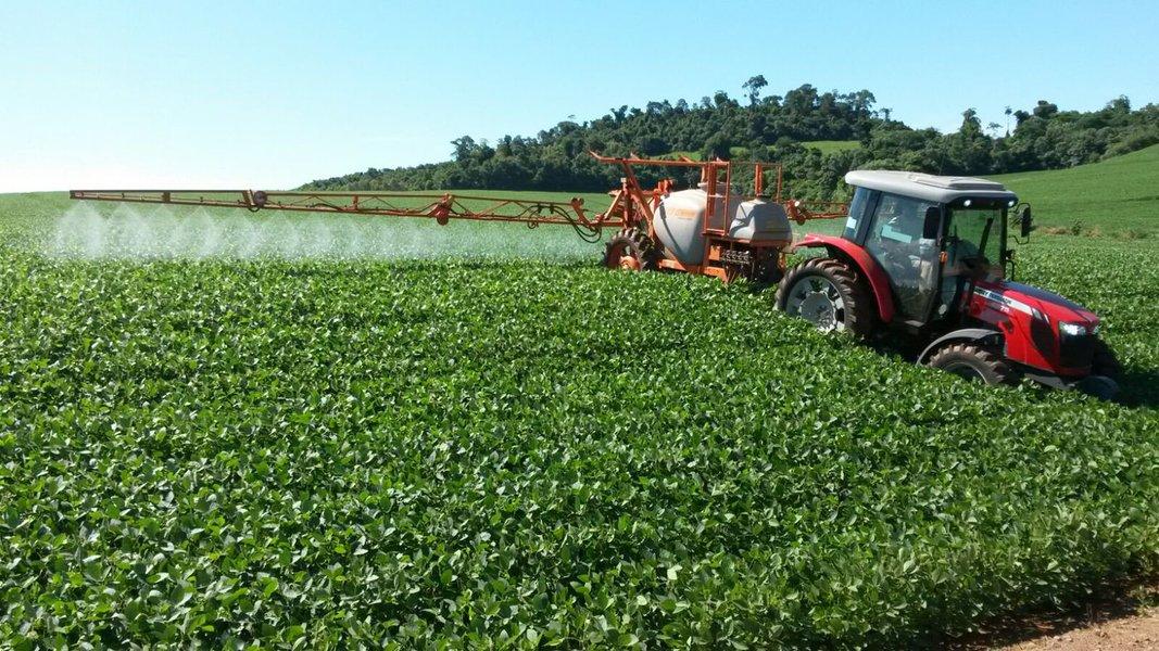 Conde: matéria sobre agrotóxicos da Folha foi diversionista