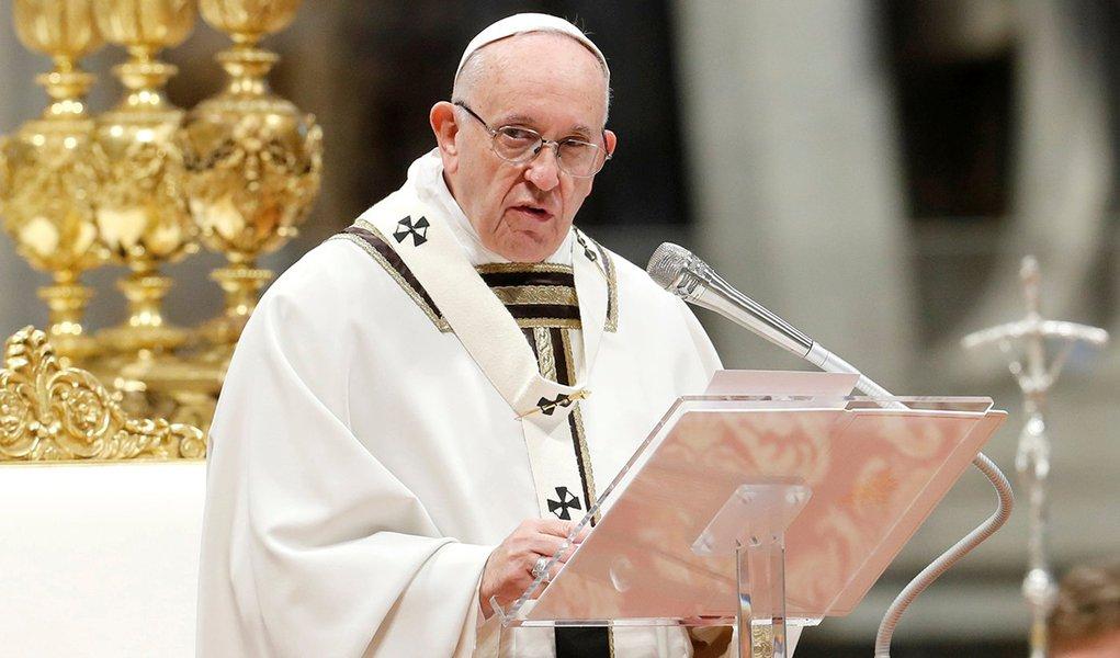 Papa defende diálogo para evitar derramamento de sangue na Venezuela
