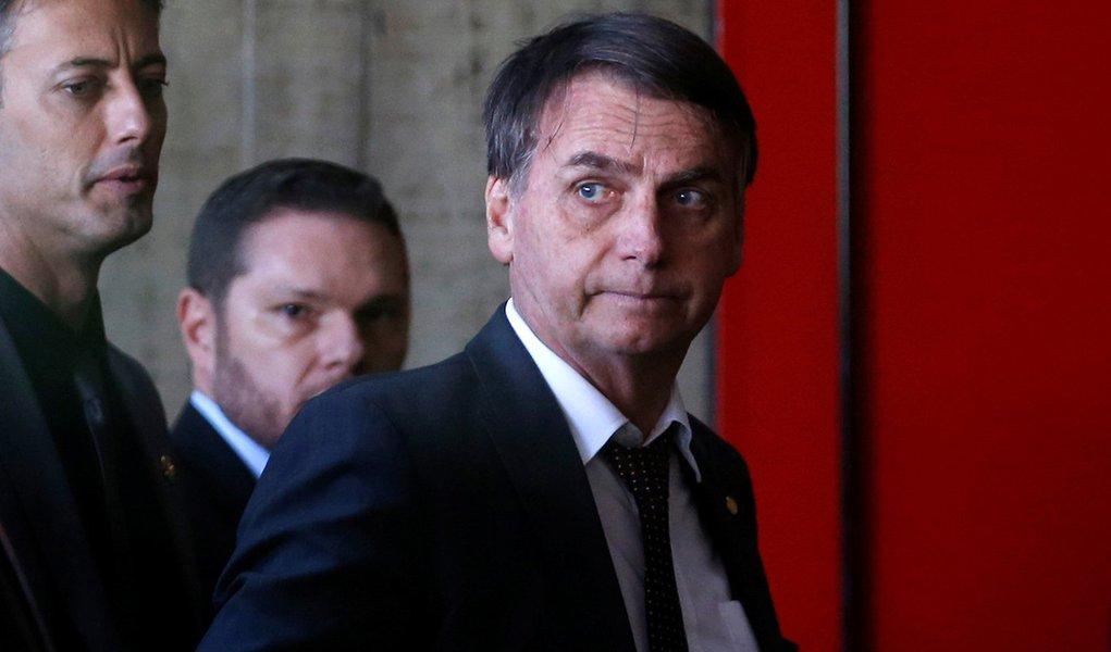 Bolsonaro diz que afastará Onyx diante de comprovação ou denúncia robusta