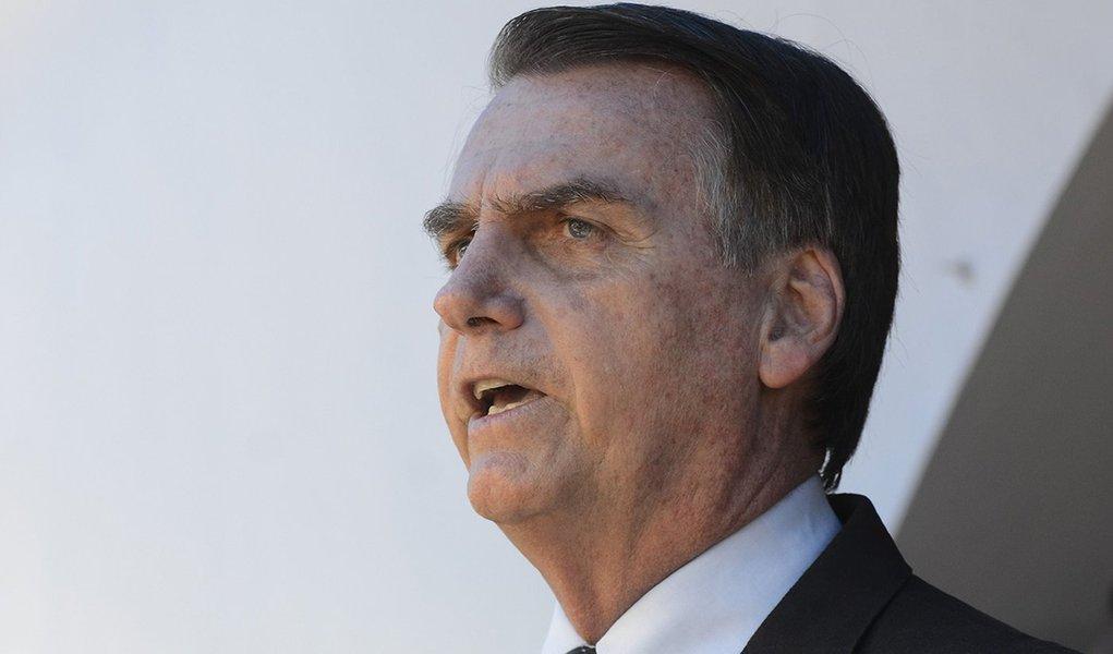 Bolsonaro quer aumentar soldo de militares