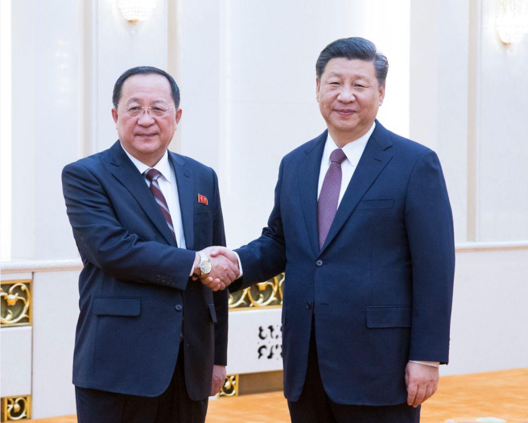 Xi Jinping prestigia Coreia do Norte e recebe seu chanceler