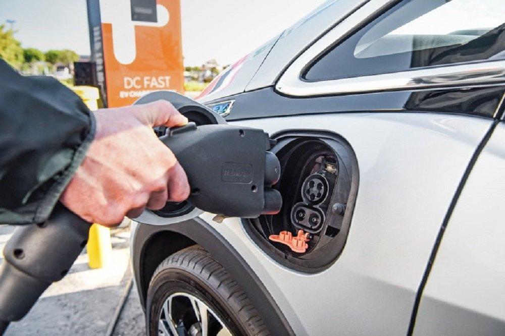 Carro elétrico vai passar longe dos brasileiros nas próximas décadas