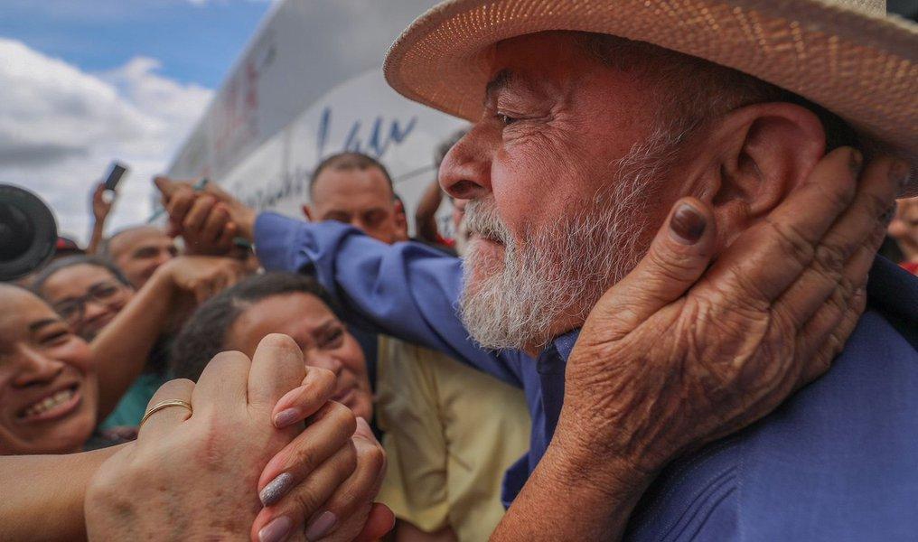 No Dia Mundial dos Direitos Humanos, povo vai às ruas por Lula Livre