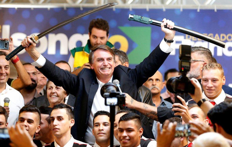 Pior que Bolsonaro é quem o pôs lá