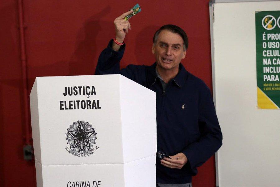 Bolsonaro quer mudar sistema eleitoral para evitar volta do PT