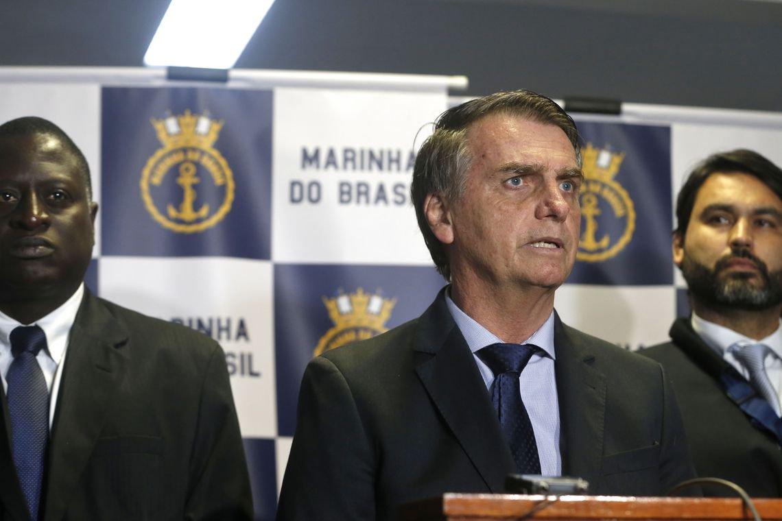Bolsonaro diz que cirurgia marcada para janeiro pode ser adiada