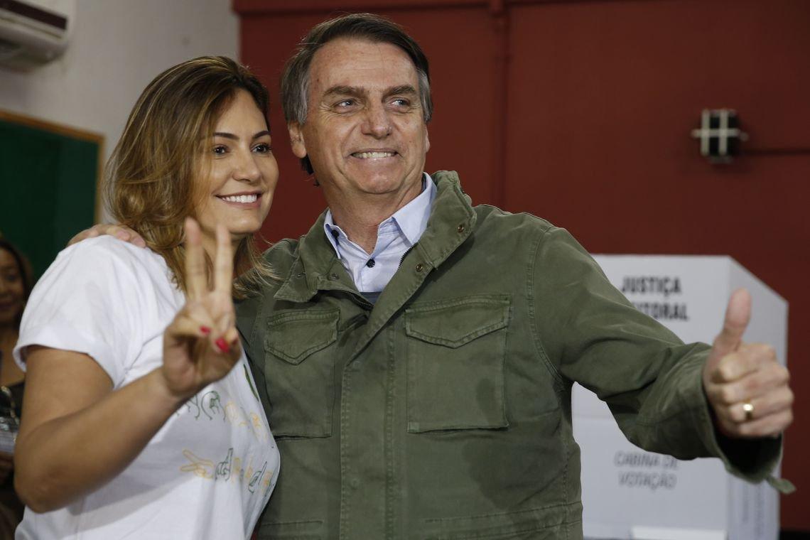 Bolsonaro se enrola cada vez mais e diz que não registrou empréstimo no IR